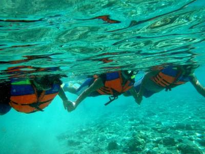 hands-underwater